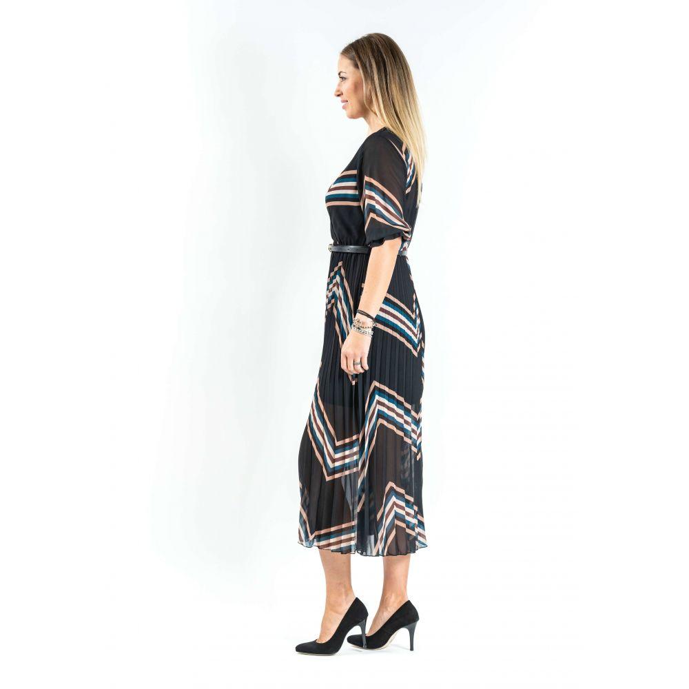 Rochie neagra plisata, cu dungi multicolore si curea in talie